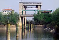 - navigation on Po river, lock of Conca S. Leone a Foce Mincio (Governolo, Mantova)<br /> <br /> - navigazione sul fiume Po, chiusa di  Conca S. Leone a Foce Mincio (Governolo, Mantova)