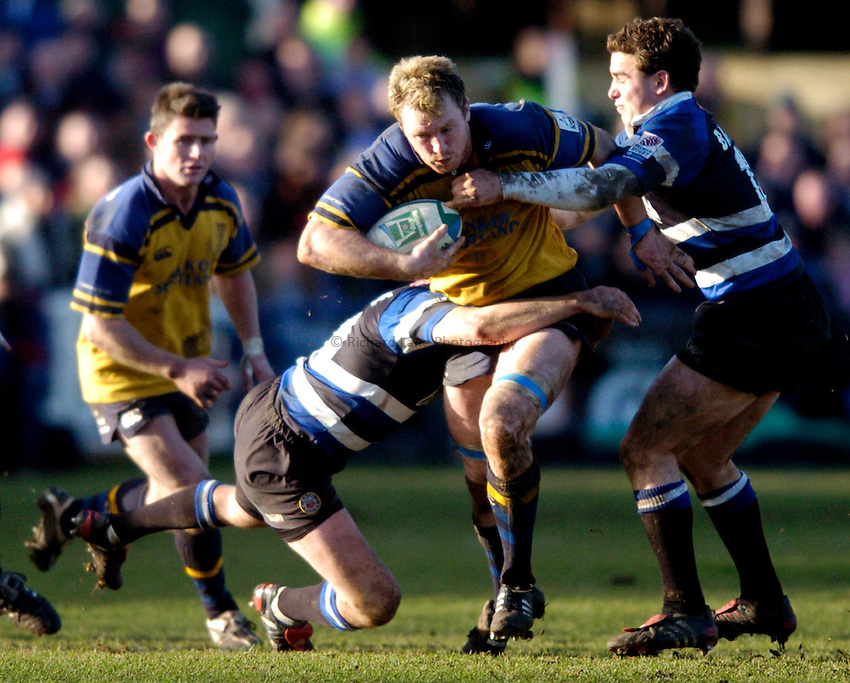 Photo: Richard Lane..Bath Rugby v Leinster. Heineken Cup. 08/01/2005..Eric Miller attacks.