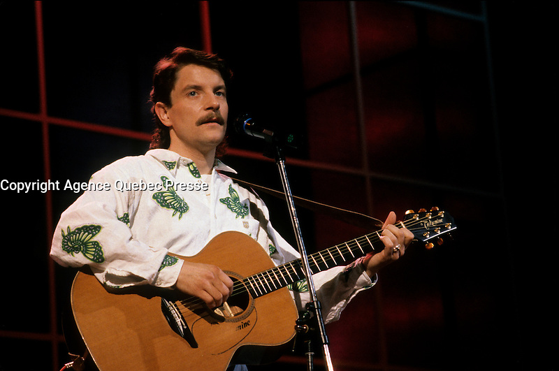 FILE PHOTO :  Francis Cabrel<br />  circa 1987<br /> Photo :  Pierre Roussel  - Agence Quebec Presse
