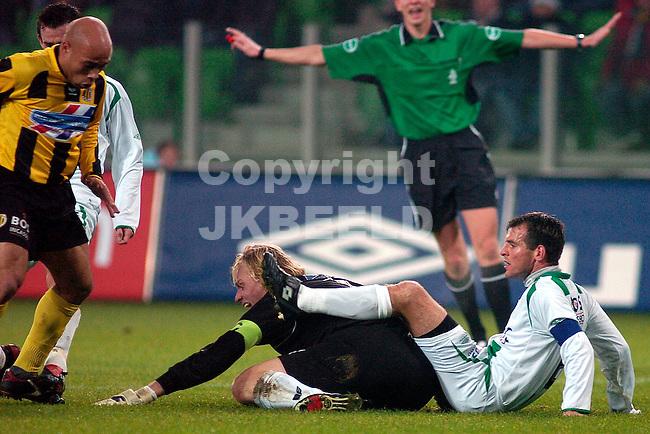 groningen - veendam 07-01-2006 vriendschappelijk eerste wedstrijd in euroborg seizoen 2005-2006 matthijs in duel met doelman ditewig inleiding tot 2-0