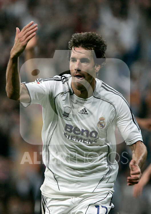 Real Madrid's Ruud van Nistelrooy celebrate after scoring during Spain's La Liga match between Real Madrid and Deportivo de La Coruna at Santiago Bernabeu stadium in Madrid, Sunday May 26, 2007. (ALTERPHOTOS/Alvaro Hernandez).