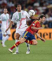 FUSSBALL  EUROPAMEISTERSCHAFT 2012   HALBFINALE Portugal - Spanien                  27.06.2012 Bruno Alves (li, Portugal) gegen Cesc Fabregas (re, Spanien)