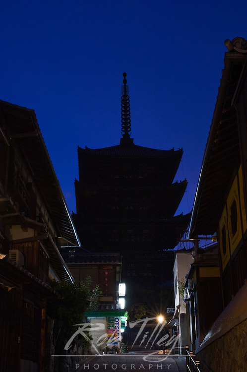Japan, Kyoto, Yasaka Pagoda at Dawn
