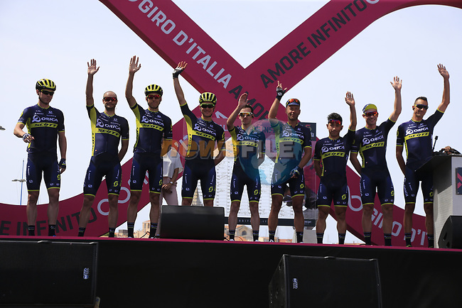 Orica-Scott at sign on before Stage 1 of the 100th edition of the Giro d'Italia 2017, running 206km from Alghero to Olbia, Sardinia, Italy. 4th May 2017.<br /> Picture: Eoin Clarke | Cyclefile<br /> <br /> <br /> All photos usage must carry mandatory copyright credit (&copy; Cyclefile | Eoin Clarke)