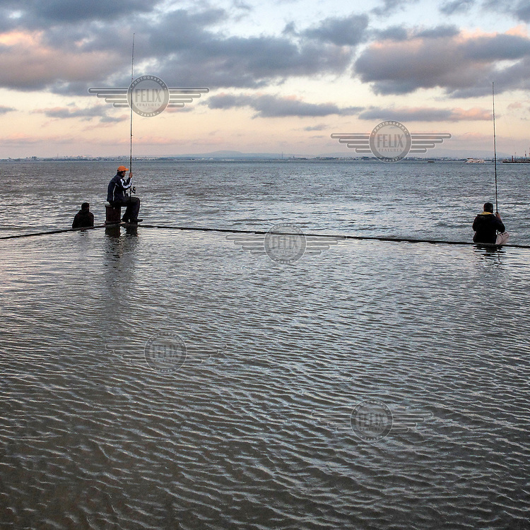 People fishing at the mouth of the RIver Tagus.