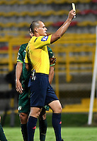 BOGOTA - COLOMBIA -21 -10-2016: Edilson Ariza, arbitro, muestra tarjeta amarilla a Deiner Cordoba (Fuera de Cuadro) jugador de Boyaca Chico FC, durante partido entre La Equidad y Boyaca Chico FC, por la fecha 17 de la Liga Aguila II-2016, jugado en el estadio Metropolitano de Techo de la ciudad de Bogota. / Edilson Ariza, referee, shows yellow card to Deiner Cordoba (Out of Pic) player of Boyaca Chico FC, during a match La Equidad and Boyaca Chico FC, for the  date 17 of the Liga Aguila II-2016 at the Metropolitano de Techo Stadium in Bogota city, Photo: VizzorImage  / Luis Ramirez / Staff.