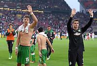 Fussball  1. Bundesliga  Saison 2013/2014  8. Spieltag VfB Stuttgart - SV Werder Bremen     05.10.2013 Schlussjubel SV Werder Bremen; Sebastian Proedl (li) und Torwart Sebastian Mielitz, mit Dank an die Fans nach dem Spiel