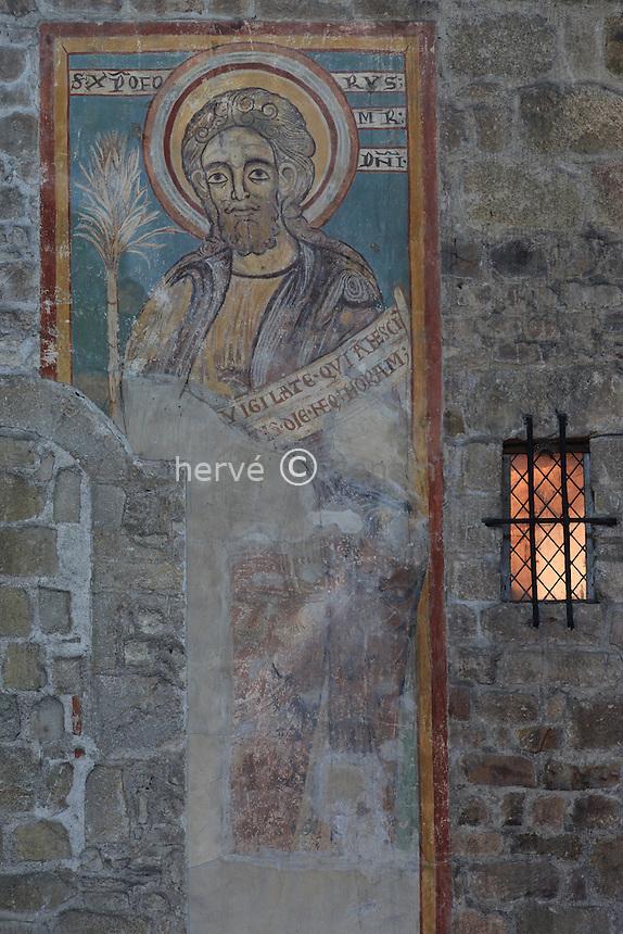 France, Haute-Vienne (87), Saint-Junien, la collégiale Saint-Junien, fresque de Saint-Christophe // France, Haute Vienne, Saint-Junien, collegiate church Saint Junien, frescoe of Saint Christopher