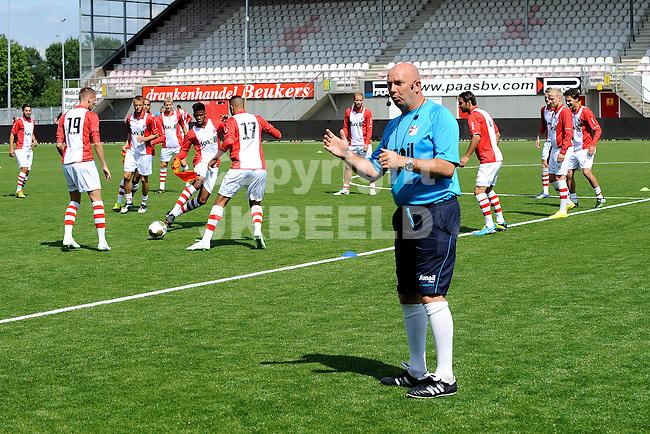 117 km<br /> GRONINGEN - Voetbal, Open dag FC Emmen, JENS Vesting, seizoen 2014-2015, 03-08-2014,  FC Emmen trainer Joop Gall