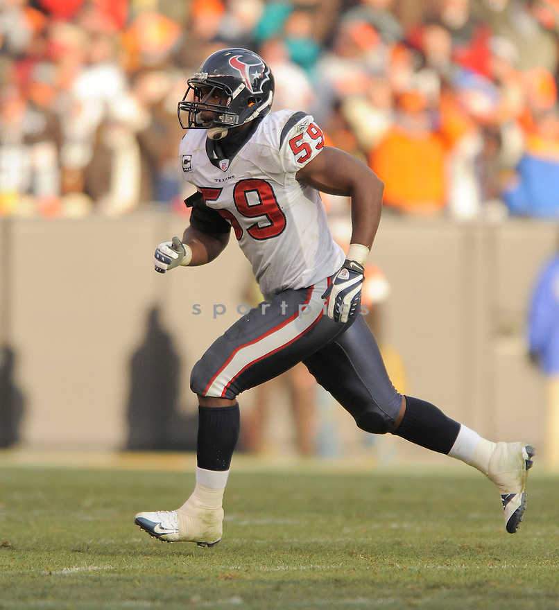 DEMECO RYANS, of the Houston Texans in action against the Cleveland Browns during the Texans  game in Cleveland Ohio on November 16, 2008..The Texans win the game 16-6