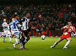 Nederland, Almelo, 22 december 2012.Eredivisie .Seizoen 2012-2013.Heracles Almelo-PEC Zwolle.Samuel Armenteros (2e van rechts.) van Heracles Almelo schiet de 1-0 binnen. Darryl Lachman (3e van links.) probeert tevergeefs zijn inzet te keren. Rechts Diederik Boer, keeper (doelman) van PEC Zwolle