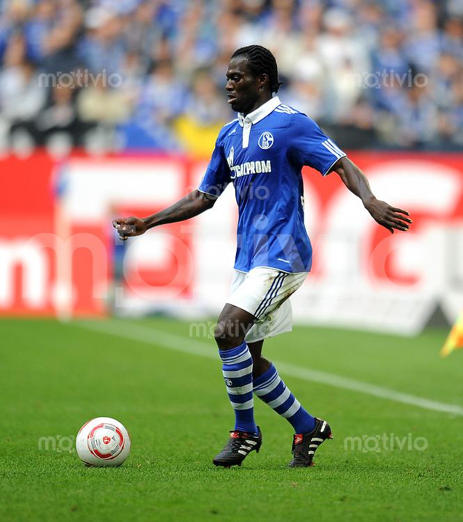 Fussball 1. Bundesliga :  Saison   2010/2011   4. Spieltag  19.09.2010 FC Schalke 04 - Borussia Dortmund Hans Sarpei (FC Schalke 04)