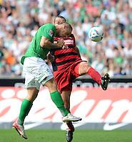 FUSSBALL   1. BUNDESLIGA   SAISON 2011/2012    3. SPIELTAG SV Werder Bremen - SC Freiburg                             20.08.2011 Marko ARNAUTOVIC (li, Bremen) erzielt per Kopf das Tor zum 3:2. Pavel KRMAS (hinten, Freiburg) kommt zu spaet