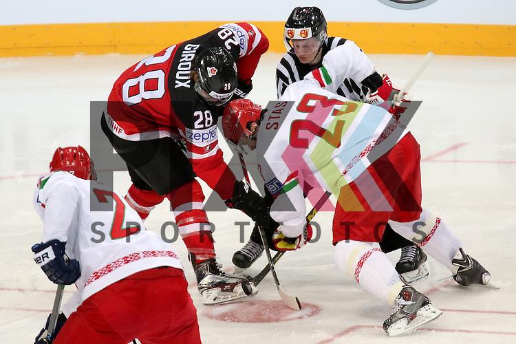 Belarus Stas, Andrei (Nr.23)(CSKA Moscow) beim Bully gegen Canadas Giroux Claude (Nr.28)  im Spiel IIHF WC15 Canada vs. Belarus<br /> <br /> Foto &copy; P-I-X.org *** Foto ist honorarpflichtig! *** Auf Anfrage in hoeherer Qualitaet/Aufloesung. Belegexemplar erbeten. Veroeffentlichung ausschliesslich fuer journalistisch-publizistische Zwecke. For editorial use only.