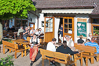 Germany, Baden-Wuerttemberg, Markgraefler Land, wine village Staufen: not far away from town Strausswirtschaft Probst - seasonal wine tavern - of wine growing estate Eckhard Probst | Deutschland, Baden-Wuerttemberg, Markgraeflerland, Weinort Staufen: etwas ausserhalb des Ortes gelegene Strausswirtschaft des Weinguts Eckhard Probst