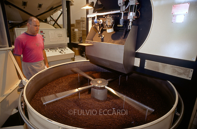 Italy, Siena, coffee, coffea, beans, medium, size, industry, machine, process, roast, plant, silo, aroma, scent, movement, worker, man, Giovanni Frasi