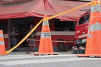 SÃO PAULO,SP, 20.08.2015 - ACIDENTE-SP - Explosão em restaurante na rua Fábia no bairro da Lapa região oeste de São Paulo na tarde desta quinta-feira (20). Segundo informações preliminares um vazamento de gás causou o acidente e uma mulher que trabalhava no local não resistiu aos ferimentos e morreu. A Defesa Civil interditou o local. (Foto: Marcio Ribeiro / Brazil Photo Press)