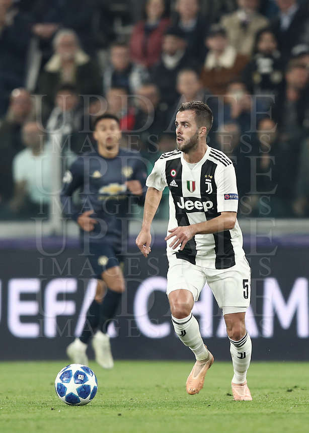 Football Soccer: UEFA Champions League -Group Stage-  Group H - Juventus vs Manchester United, Allianz Stadium. Turin, Italy, November 07, 2018.<br /> Juventus' Miralem Pjanic in action during the Uefa Champions League football soccer match between Juventus and Manchester United at Allianz Stadium in Turin, November 07, 2018.<br /> UPDATE IMAGES PRESS