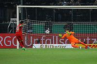 Marco Fabian (Eintracht Frankfurt) trifft im Elfmeterschiessen gegen Torwart Yann Sommer (Borussia Mönchengladbach) zum 4:4 - 25.04.2017: Borussia Moenchengladbach vs. Eintracht Frankfurt, DFB-Pokal Halbfinale, Borussia Park