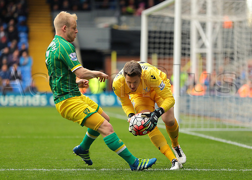 09.04.2016. Selhurst Park, London, England. Barclays Premier League. Crystal Palace versus Norwich. Crystal Palace Goalkeeper Wayne Hennessey gathers the ball as Norwich City Forward Steven Naismith pressures