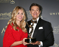 LOS ANGELES - APR 30:  Daphne Oz, Dr. Mehmet Oz, Outstanding Talk Show - Informative in the 44th Daytime Emmy Awards Press Room at the Pasadena Civic Auditorium on April 30, 2017 in Pasadena, CA