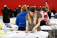 Nederland Amsterdam -  Maart 2019. Skills Heroes in de RAI. Skills Heroes zijn vakwedstrijden voor het mbo. Tijdens een voorronde op de eigen school, kwalificatiewedstrijden op diverse mbo-instellingen in heel Nederland en tot slot tijdens de nationale finales, strijden deelnemers om in hun vakgebied de beste van Nederland te worden. Medewerker mode / maatkleding aan het werk.  Foto mag niet in negatieve / schadelijke context gepubliceerd worden.   Foto Berlinda van Dam / Hollandse Hoogte