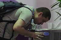 SÃO PAULO, SP. 07.02.2015 -  CAMPUS PARTY - Consumo de água na oitava edição da Campus Party na tarde deste sábado, (7). (Foto: Renato Mendes / Brazil Photo Press)
