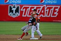 Walter Ibarra de venados  en segunda base ,durante el tercer juego de la serie de el partido Naranjeros de Hermosillo vs venados de Mazatlan Sonora en el Estadio Sonora. 10 noviembre 2013.Liga Mexicana del Pacifico (MLP)