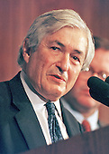 James Wolfensohn, ninth president of the World Bank, speaks at the National Press Club in Washington, DC on March 14, 2000.<br /> Credit: Ron Sachs / CNP