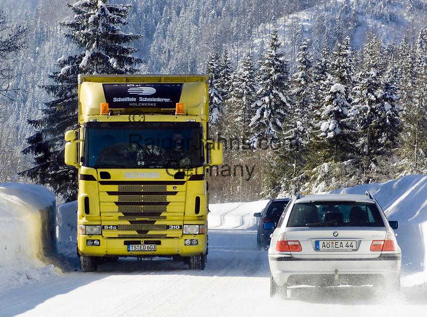 Deutschland, Bayern, Chiemgau - zwischen Ruhpolding und Reit im Winkl: geschlossene Schneedecke nach starken Schneefaellen | Germany, Bavaria, Chiemgau - between Ruhpolding and Reit im Winkl: rural road completely covered with snow after heavy snow falls