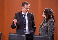 Berlin, Entwicklungshilfeminister Gerd M&uuml;ller (CSU) und Bundesarbeitsministerin Andrea Nahles (SPD) am Dienstag (17.12.13) im Bundeskanzleramt bei der ersten Kabinettssitzung der neuen Bundesregierung.<br /> Foto: Steffi Loos/CommonLens