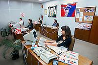 Trabalho em escritorio, Serviço de Atendimento ao Cliente - SAC. Fabrica de linhas Círculo em Gaspar, Santa Catarina. 1996. Foto de Juca Martins.