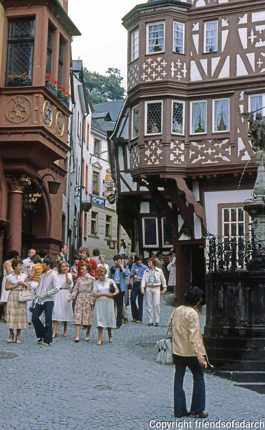 Bernkastel: Platz, with 17th Century Angel Fountain. Photo '94.