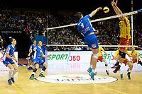 GRONINGEN - Volleybal, Lycurgus - Dynamo Apeldoorn, Martiniplaza,  Eredivisie, seizoen 2018-2019, 11-11-2018,  smash Lycurgus speler Wytze Kooistra