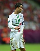 FUSSBALL  EUROPAMEISTERSCHAFT 2012   VIERTELFINALE Tschechien - Portugal              21.06.2012 Cristiano Ronaldo (Portugal) sucht....