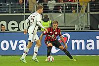 Thomas Müller (Bayern) gegen Marco Russ (Eintracht) - Eintracht Frankfurt vs. FC Bayern München, Commerzbank Arena
