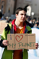 Rome February 8th 2019. Piazza del Popolo. Fridays for Future Climate Strike in Rome, to answer the call of Greta Thunberg, the Swedish 15 year old who is cutting class to fight the climate crisis.<br /> Foto Samantha Zucchi Insidefoto