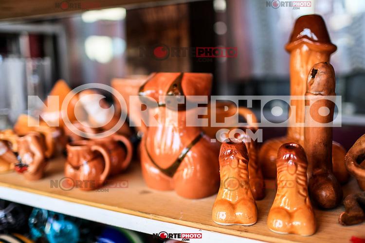 Ceramic penis. pipe<br /> . pene de ceramica. pipa Sales of souvenirs in the tourist destination Puerto Peñasco, Sonora, Mexico. crafts, art, handicrafts, beachwear and accessories, ceramics, sunglasses, Mexican handicrafts, leather guarache, Mexican guarache, sun hat and decorative items. (Photo: Luis Gutierrez /NortePhoto.com)..<br /> Venta de Recuerdos en el destino turistico Puerto Peñasco, Sonora, Mexico. artesanias, arte, manualidades, ropa y accesorios de playa, ceramica, lentes de sol, artesanias mexicanas, guarache de piel, guarache mexicanos, sombrero para el sol y articulos de decoracion. (Photo: Luis Gutierrez /NortePhoto.com)