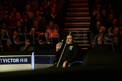 19.02.2016. Cardiff Arena, Cardiff, Wales. Bet Victor Welsh Open Snooker. Mark Selby versus Ronnie O'Sullivan. Ronnie O'Sullivan sees the funny side as a shot goes awry.