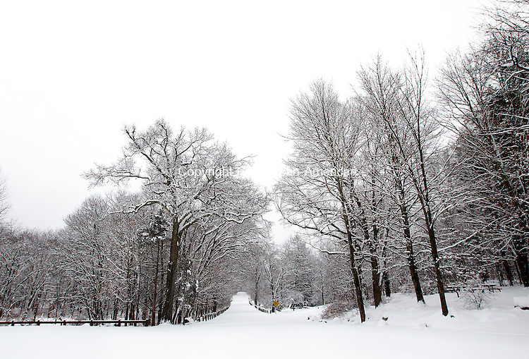 Middlebury, CT- 24 January 2015-012415CM04- Snow blankets Hop Brook Recreation Area in Middlebury on Saturday.  According to the National Weather Service, Sunday is expected to be mostly sunny, with a high near 36F.  Christopher Massa Republican-American