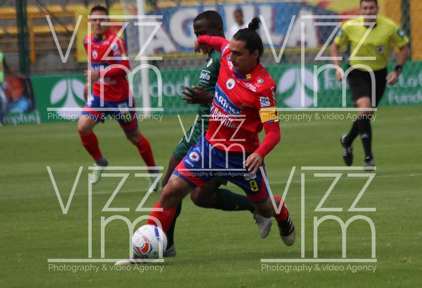 BOGOTA - COLOMBIA - 15 - 07 - 2017: Carmelo Valencia (Izq.) jugador de La Equidad disputa el balón con  Carlos Giraldo (Der.) jugador de Deportivo Pasto, durante partido entre La Equidad y Deportivo Pasto,  por la fecha 2 de la Liga Aguila II-2017, jugado en el estadio Metropolitano de Techo de la ciudad de Bogota. / Carmelo Valencia (L) player of La Equidad vies for the ball with  Carlos Giraldo (R) player of Deportivo Pasto, during a match between La Equidad and Deportivo Pasto, for the  date 2nd of the Liga Aguila II-2017 at the Metropolitano de Techo Stadium in Bogota city, Photo: VizzorImage  /Felipe Caicedo / Staff.