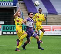 Croky Cup : RC HARELBEKE - OLYMPIC CHARLEROI :<br /> Lucas Giorlando (L) in strijd met Besart Selmani (R)<br /> <br /> Foto VDB / Bart Vandenbroucke