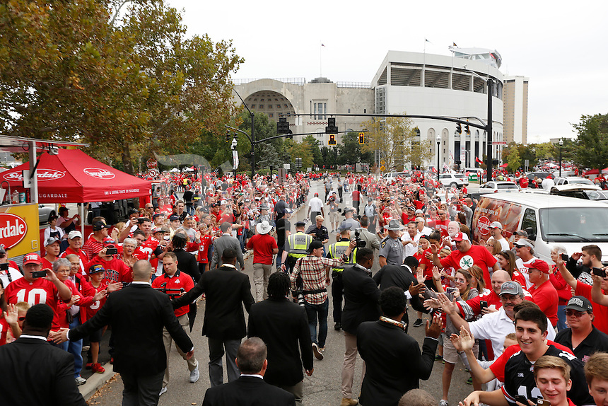 Ohio State Buckeyes make their way into Ohio Stadium for their game against Western Michigan on September 26, 2015.  (Dispatch photo by Kyle Robertson)