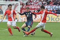 Stefan Bell und Shinji Okazaki (Mainz) gegen Toni Kroos (Bayern) - 1. FSV Mainz 05 vs. FC Bayern München, Coface Arena, 26. Spieltag