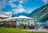 Oesterreich, Tirol, Pertisau am Achensee: Strandbar und Entners Seelounge direkt am See, im Hintergrund die Auslaeufer des Rofangebirges | Austria, Tyrol, Pertisau am Achensee: Beach Bar and Entner's Sea Lounge, at background Rofan mountains