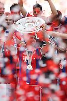 10.05.2014, Allianz Arena, Muenchen, GER, 1. FBL, FC Bayern Muenchen vs VfB Stuttgart, 34. Runde, im Bild Mario Mandzukic #9 (FC Bayern Muenchen) haelt die Meisterschale in der Hand // during the German Bundesliga 34th round match between FC Bayern Munich and VfB Stuttgart at the Allianz Arena in Muenchen, Germany on 2014/05/10. EXPA Pictures © 2014, PhotoCredit: EXPA/ Eibner-Pressefoto/ Kolbert<br /> <br /> *****ATTENTION - OUT of GER***** <br /> Football Calcio 2013/2014<br /> Bundesliga 2013/2014 Bayern Campione Festeggiamenti <br /> Foto Expa / Insidefoto