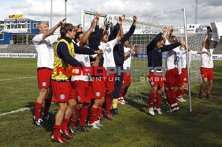 RLN 2007/2008 6. Spieltag Hinrunde<br /> BSV Kickers Emden - Wuppertaler SV Borussia<br /> Wuppertaler Spieler jubeln &uuml;ber den 2:1-Sieg<br /> <br /> <br /> Foto &copy; nph (  nordphoto  )<br /> <br /> <br /> <br />  *** Local Caption ***