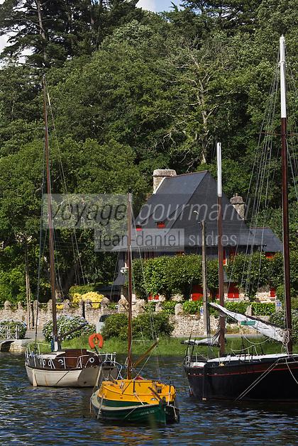 Europe/France/Bretagne/29/Finistère/Pont-Aven: Vieille demeure et vieux gréements  au port sur l'Aven