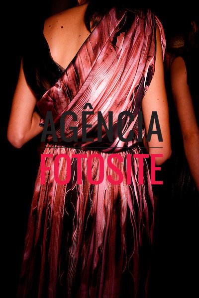 São Paulo, Brasil – 12/06/2010 - Backstage da grife Ana Salazar durante o São Paulo Fashion Week  -  Verao 2011. Foto : Rafael Canas / Ag. Fotosite