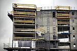 LEIDSCHE RIJN - In Leidsche Rijn werkt een medewerker van Moes Bouwgroep uit Almere op grote hoogte op een ladder aan de hoogste woontoren van de regio, De Poort van Terwijde. Het zestig meter hoge, door Van Herk & De Klerk ontworpen complex wordt het hoogste gebouw in Leidsche Rijn en gaat ruimte bieden aan 60 appartementen, een school, een kinderdagverblijf en diverse commerciële ruimten. COPYRIGHT TON BORSBOOM